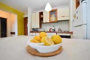A kitchen or kitchenette at Lungo Mare