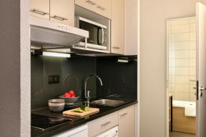 A kitchen or kitchenette at Citadines Kléber Strasbourg
