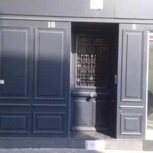 The facade or entrance of Bridgestreet marais - rue mondetour