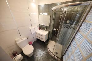 A bathroom at Top Apartments Zadar