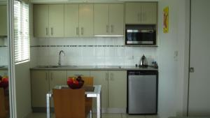 A kitchen or kitchenette at Waterview Airlie Beach