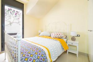A bed or beds in a room at Heart of Sitges