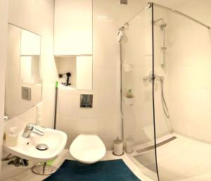 A bathroom at Fontann Metro Pl.Bankowy apartment near Old Town