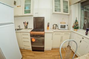 Een keuken of kitchenette bij Apartament's Mayorov House at Maksima Gorkogo 158