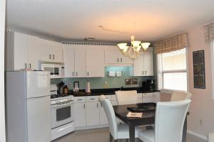 A kitchen or kitchenette at Menzies Manor