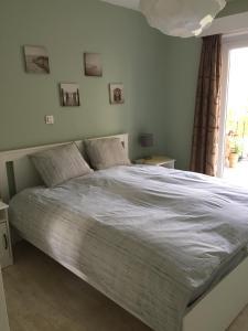 Een bed of bedden in een kamer bij Apartments Iris