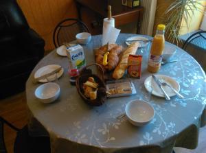 Options de petit-déjeuner proposées aux clients de l'établissement Gîte Les 3 Loups