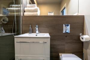 A bathroom at Artemis Apartament - Chmielna B