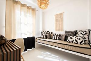 A seating area at Villa Kelly Rooms & Suites