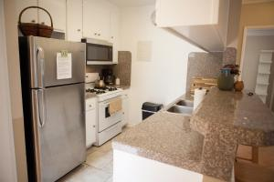 Küche/Küchenzeile in der Unterkunft Hollywood 2Bed 2Bath