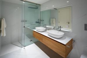 Un baño de the Quest - Luxury Beach Apartment
