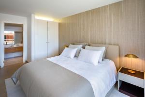 Cama o camas de una habitación en the Quest - Luxury Beach Apartment
