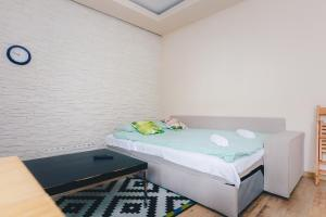 A bed or beds in a room at ShortStayPoland Solidarnosci (B8)