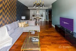 A seating area at Dream Inn Apartments - City Walk, Ultra-modern & Luxury