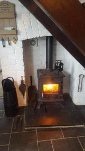 A kitchen or kitchenette at Pen y geulan