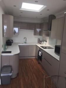 A kitchen or kitchenette at The Corbyn Apartments