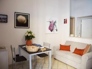 A seating area at Monolocale Via Nino Oxilia