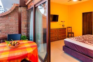 Кровать или кровати в номере Vallarta Shores Beach Hotel