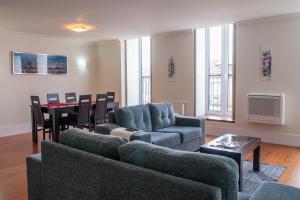 A seating area at Chiado Apartments