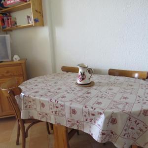 Ruang makan di apartemen