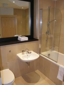 A bathroom at Your Space Apartments – Hamiltons