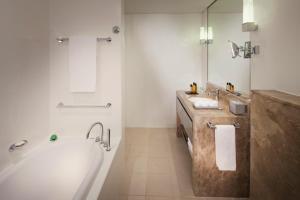 A bathroom at Jumeirah at Etihad Towers Residence