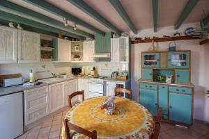 Cuisine ou kitchenette dans l'établissement Le Petit Chêne Vert