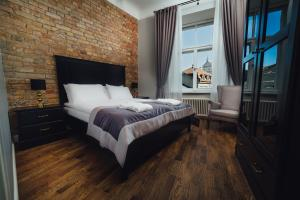 A bed or beds in a room at Sherlock Art Hotel
