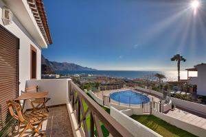 Uitzicht op het zwembad bij Villas Sicilia of in de buurt