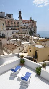 A view of the pool at Amalfi Coast Houses or nearby