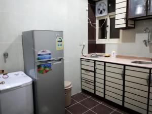 مطبخ أو مطبخ صغير في وصايف أبها للأجنة الفندقية