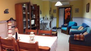Uma área de estar em Ti Laura Praia