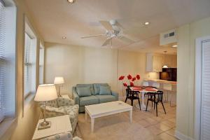 A seating area at 710-B East Arctic Condo