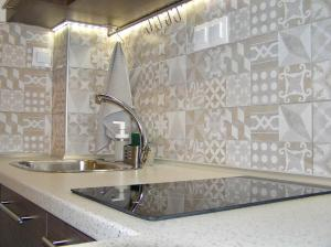 A kitchen or kitchenette at Thess Easy Living