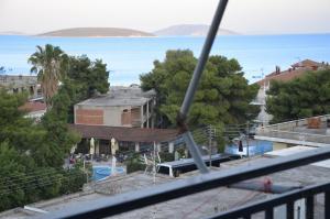 Θέα της πισίνας από το Blue Green Studio ή από εκεί κοντά