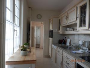 Cuisine ou kitchenette dans l'établissement Maison Studios & Appartements Les 4 Vents