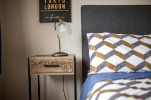 Katil atau katil-katil dalam bilik di Contemporary and Spacious 3 Bedrooms in West Auckland