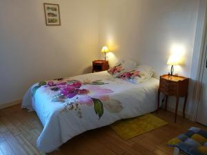 A bed or beds in a room at Bienvenue à la Maison Bedin