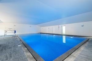 The swimming pool at or near Wallops Wood Cottages