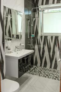 A bathroom at Apartment Status