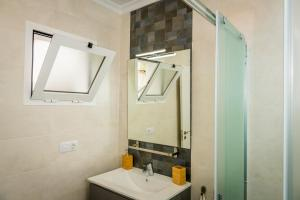 A bathroom at Apartamento Dolmen De Viera