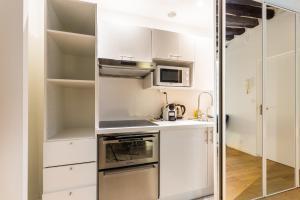 A kitchen or kitchenette at CMG Etienne Marcel/ Montorgueil