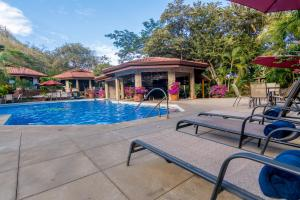 The swimming pool at or near Villa Hermosa Heights