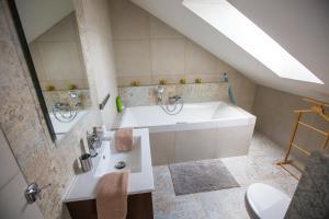 A bathroom at Apartmány u sv. Kryštofa