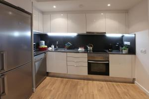 A kitchen or kitchenette at MH Apartments Urban