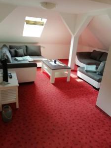 Ein Sitzbereich in der Unterkunft Pension Dresdener Berge