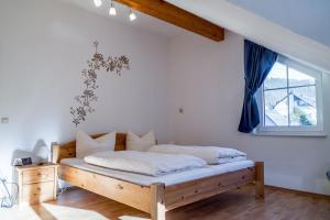 Ein Bett oder Betten in einem Zimmer der Unterkunft Ferienwohnungen Scheid Volker