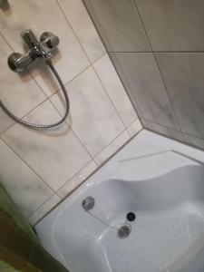 Kylpyhuone majoituspaikassa Tulbituba