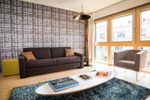 A seating area at Smartflats Design - L42