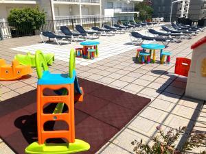 Sân chơi trẻ em tại Apartamentos Park Raxo